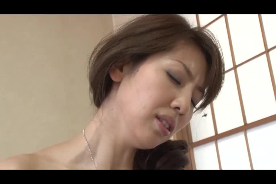 新作投入!母乳人妻がパンパンに貼った乳首から母乳を吹き出しながらセックス